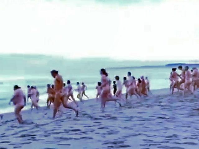 Дата: 25.09.2012 Прочитано: 637. 0. Осенний заплыв голышом устроили нескол