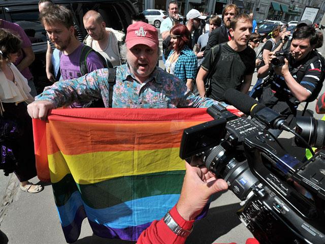 В Москве прошел первый легальный гей-парад.